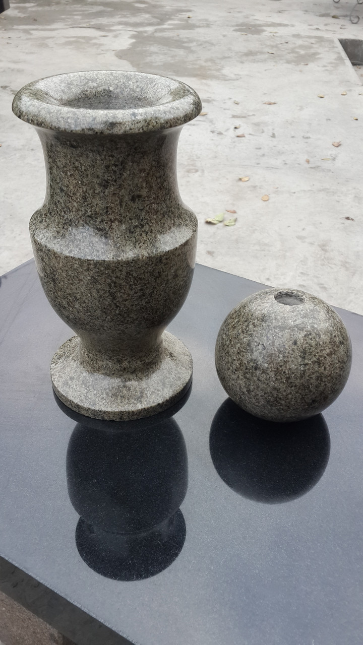 Ритуальна ваза, вазон, квітник Image